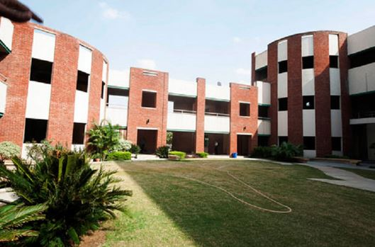 Top B Schools in Delhi NCR Under Mat